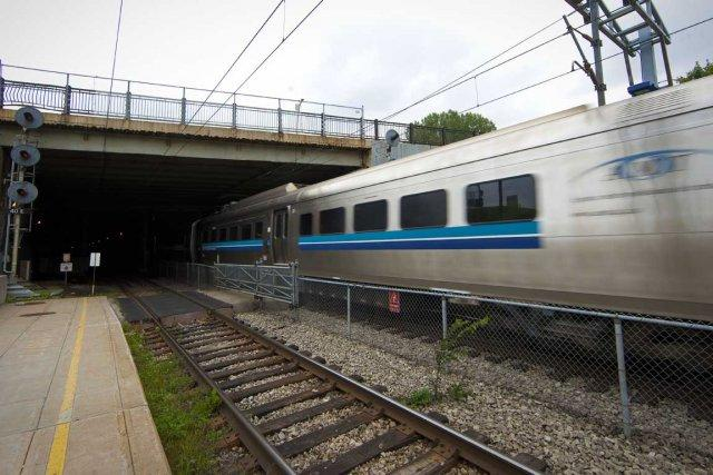 La Presse - 1er nov. 2011 - Tunnel du mont Royal: leslocomotives au diesel inquiètent les pompiers | Bruno Bisson et André Noël | Montréal