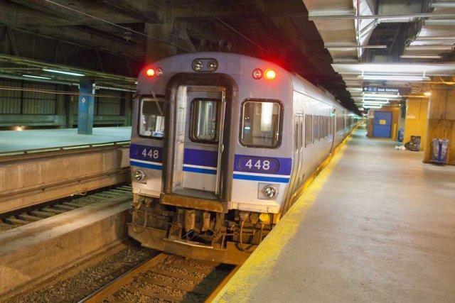 La Presse 4 nov. 2011 - Tunnel du Mont-Royal: le PQ exige de nouveau des issues de secours | Bruno Bisson | Montréal